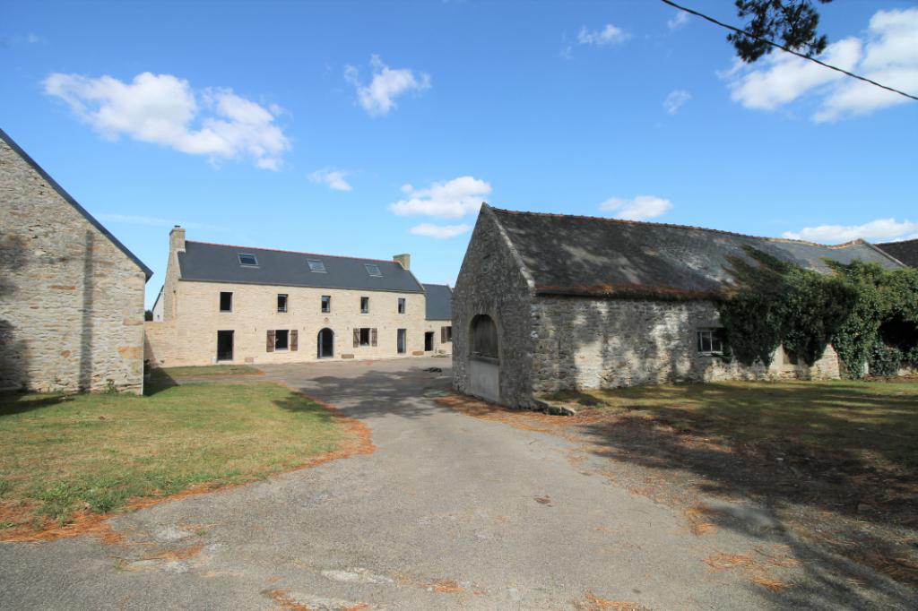 Corps de ferme de 1890 rénové à Plouhinec