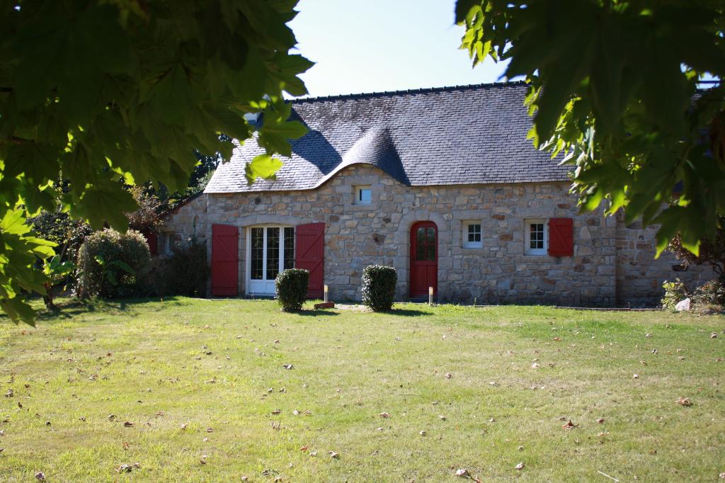Belle maison en pierre à Gouesnac'h