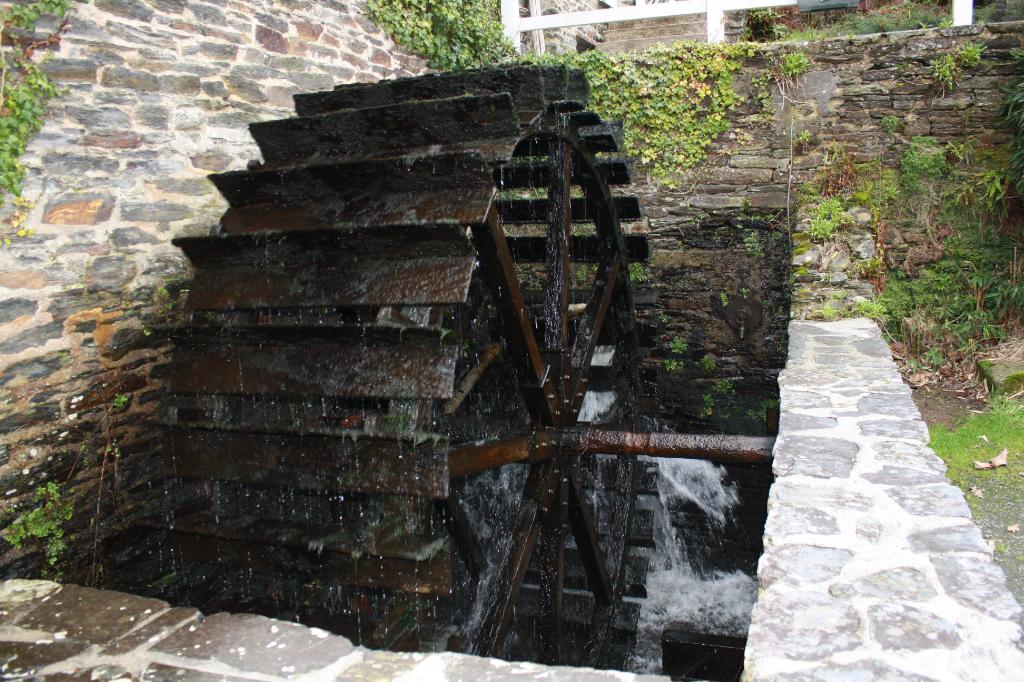 Belles pierres et son moulin à Sizun